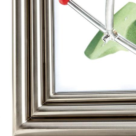 Nahaufnahme des Edelstahl-Rahmens von Margino