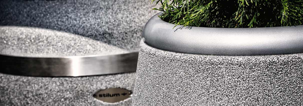 Design-Vasen aus Gummigranulat und Edelstahl von Stilum