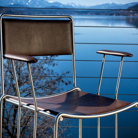 Gartenstuhl Corio auf einer Terrasse vor einem See