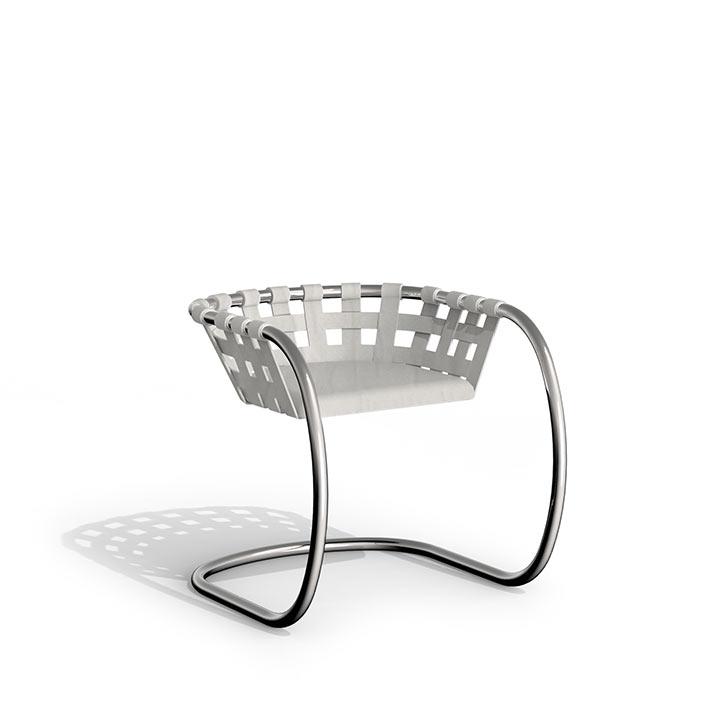 Design-Gartenstuhl Niva vor weissem Hintergrund