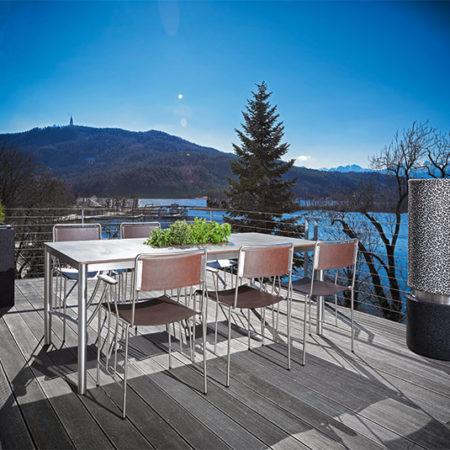 Outdoor Living Gartentisch Cena mit Corio Stühlen auf einer Terrasse