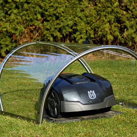 Rasenmäher-Garage aus Edelstahl mit Plexiglasdach mit einem Roboter