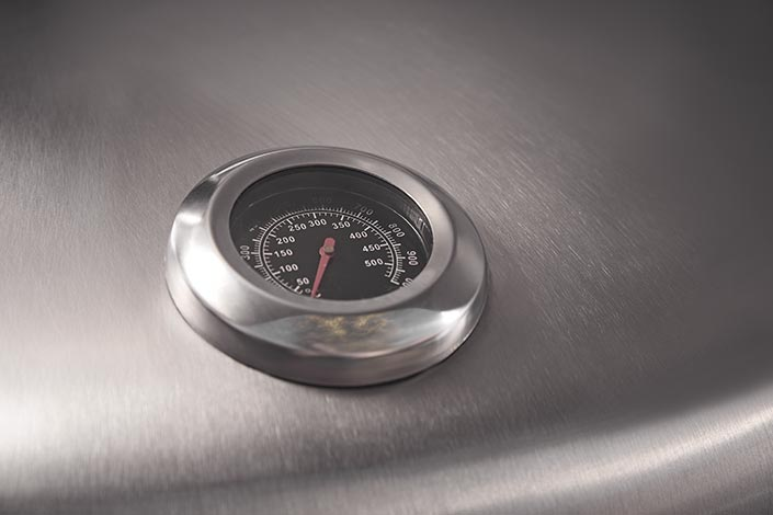 Nahaufnahme der Temperaturanzeige des Designer Smokers Fumus